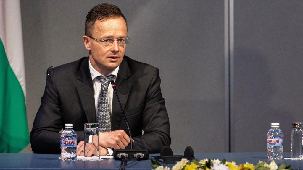 Szijjártó Péter az áruforgalomról és a határátlépésről egyeztetett szerb és szlovén kollégáival