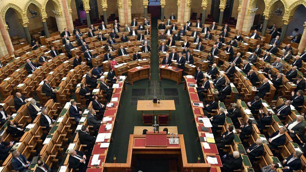 A rendkívüli jogrend meghosszabbításáról dönt hétfőn a parlament