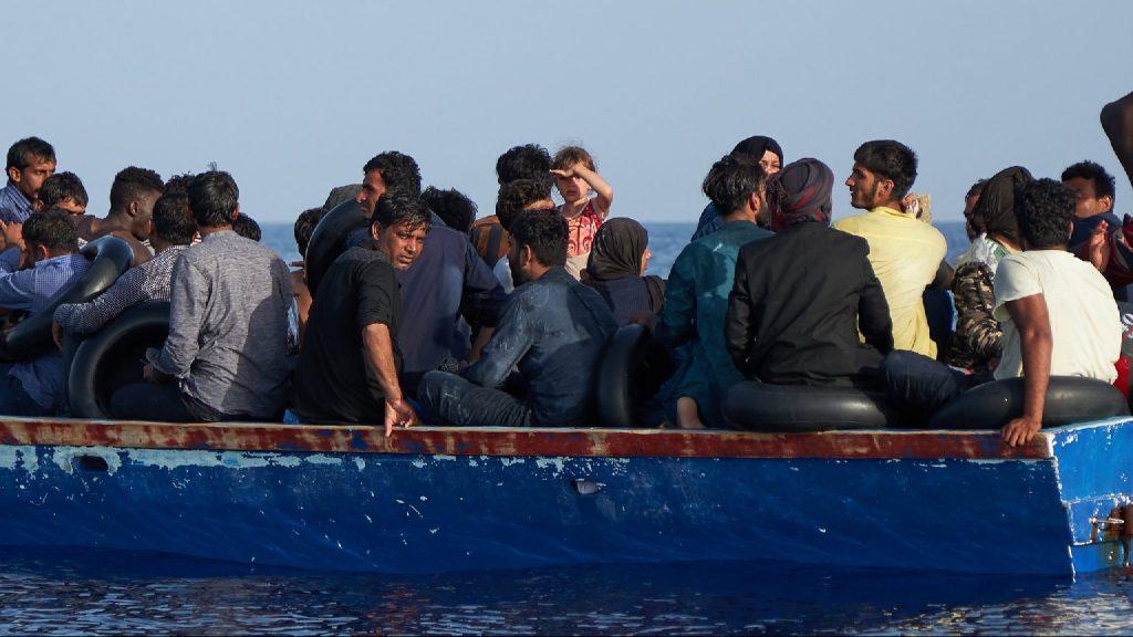 Több tucat Európába tartó migránst tartóztatott fel a líbiai parti őrség