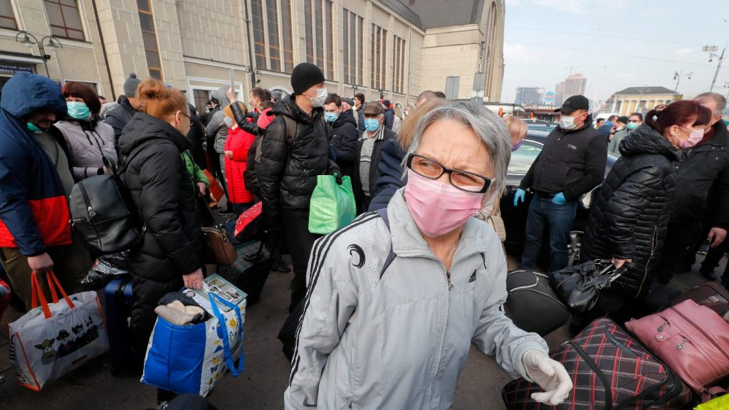 Megpróbáltak elszökni a karantén elől Kijev repülőteréről hazatérő utasok