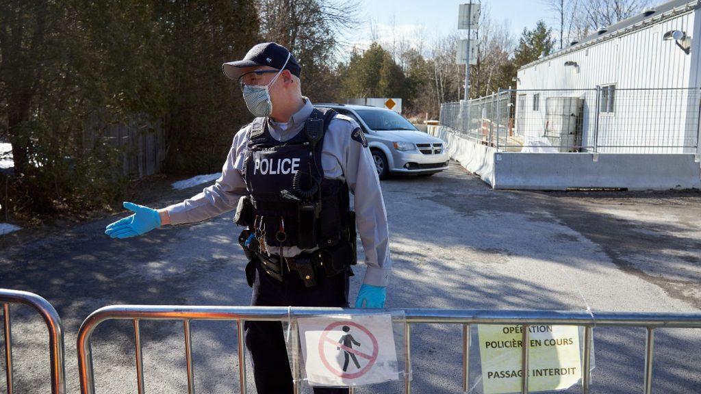 Vádat emeltek a kanadai kormányfő lakhelyére teherautóval betörő fegyveres ellen