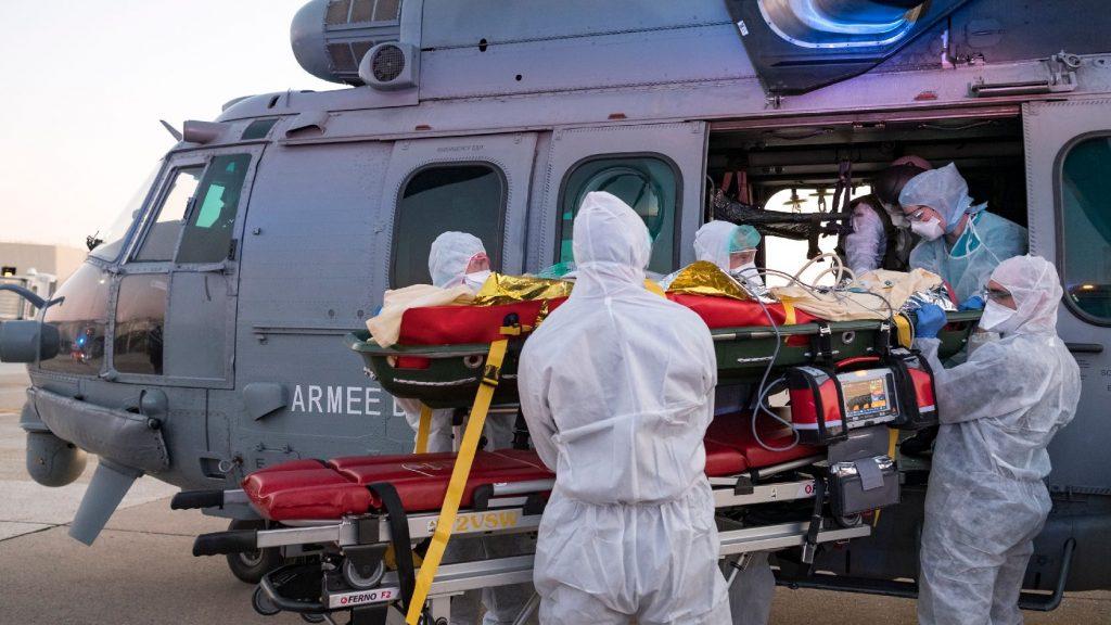 Franciaországban 4500 fölött a kórházban elhunytak száma