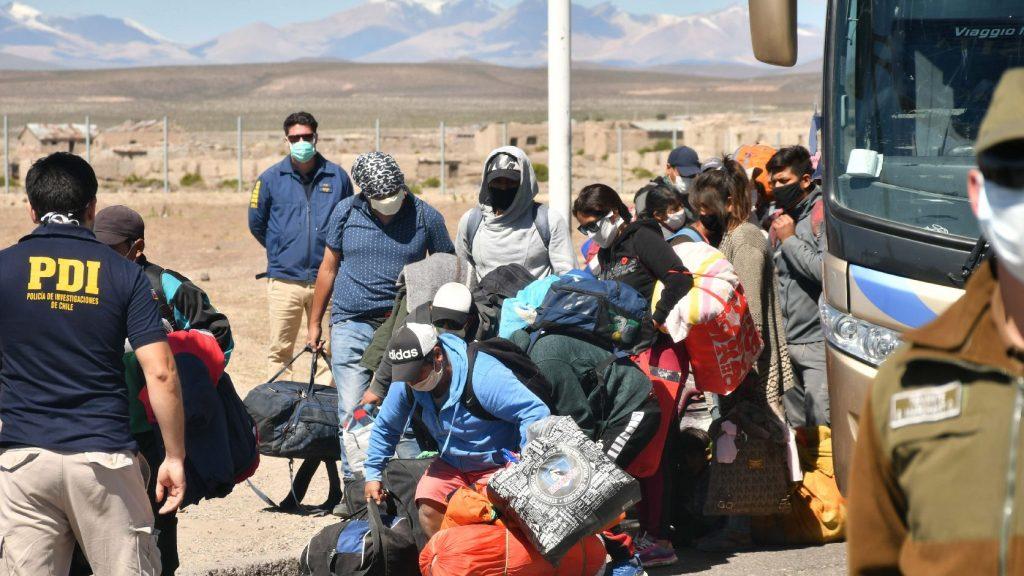 Könnygázt vetettek be a hazatérni kívánókkal szemben Bolíviában