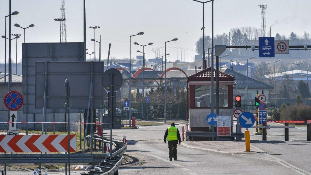 Az ukrán kormány meg akarja tiltani állampolgárainak, hogy elhagyják az országot