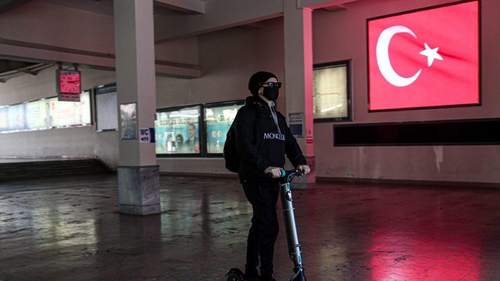 Rohamléptékben terjed a vírus Törökországban