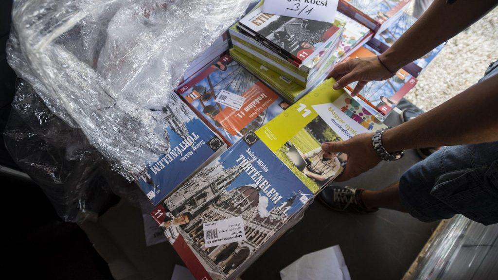 Elindult a 2020/21-es tanévben használatos iskolai tankönyvek rendelése