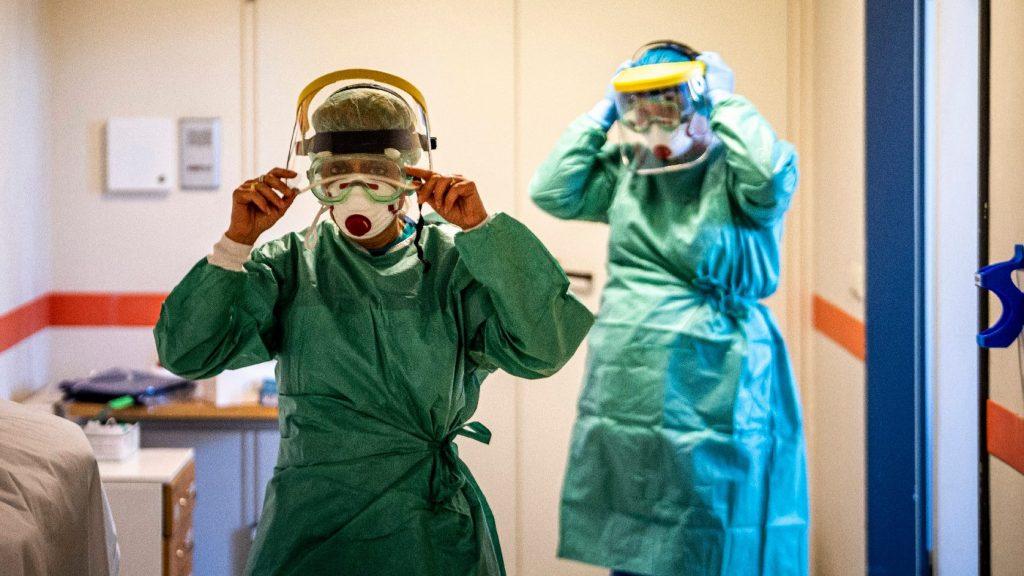 500 ezer forint pluszjuttatást kapnak az egészségügyi dolgozók