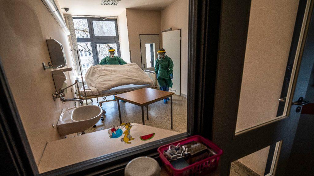 1190 főre nőtt a beazonosított koronavírus-fertőzöttek száma és elhunyt 11 beteg