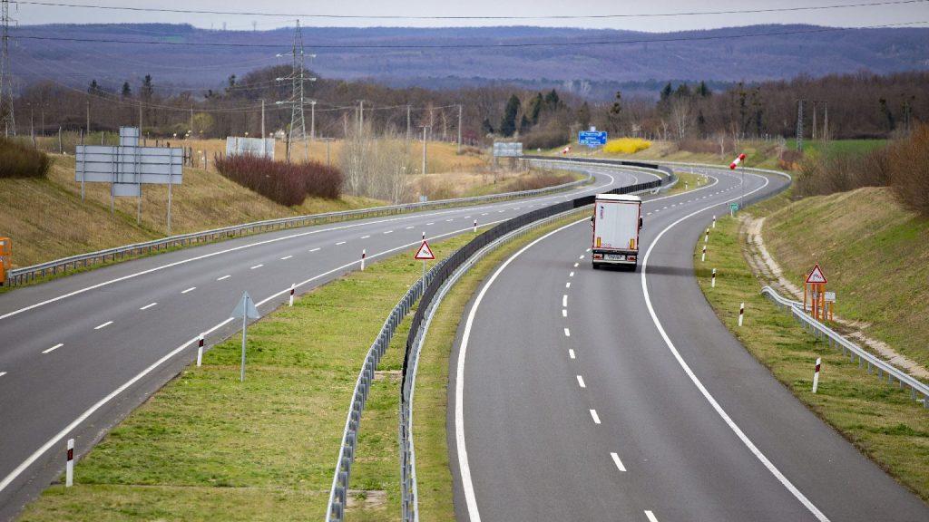 Okosút csökkenti majd a torlódásokat az M2-es autóúton