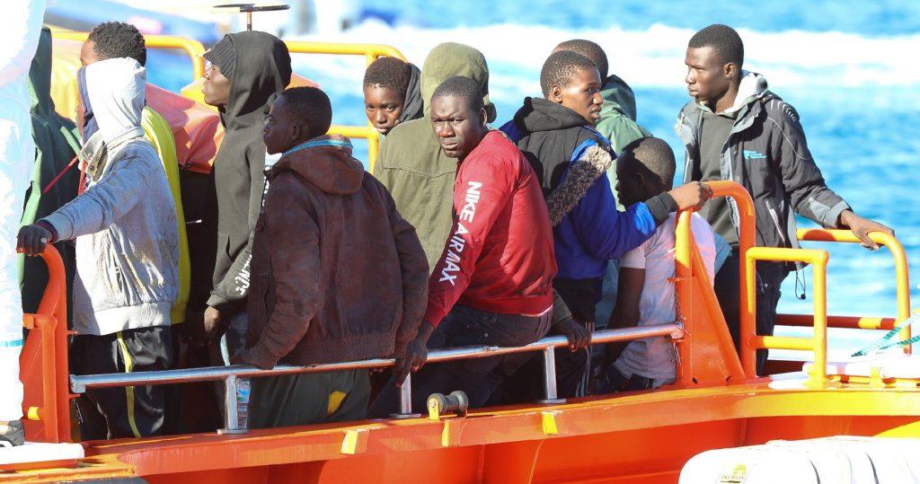 Tizenöt embert mentettek ki egy lélekvesztőről az északfrancia partoknál
