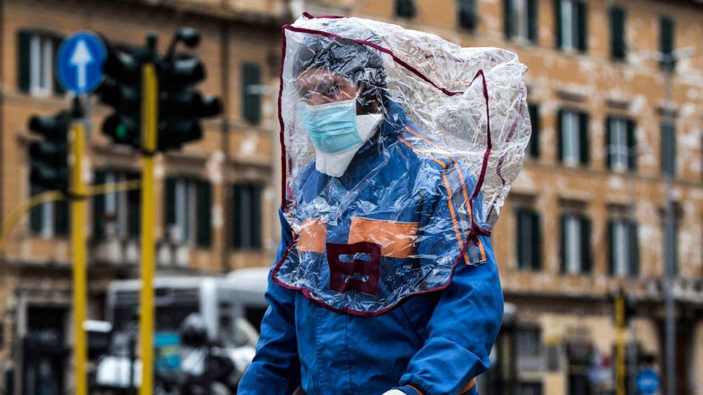 Továbbra is hétszáz fölött a járványban naponta elhunytak száma Olaszországban