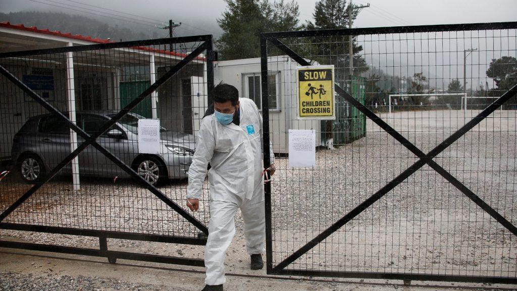 Spöttle: Bűnözőket is szabadon engedhetnek a menekülttáborok megnyitásával