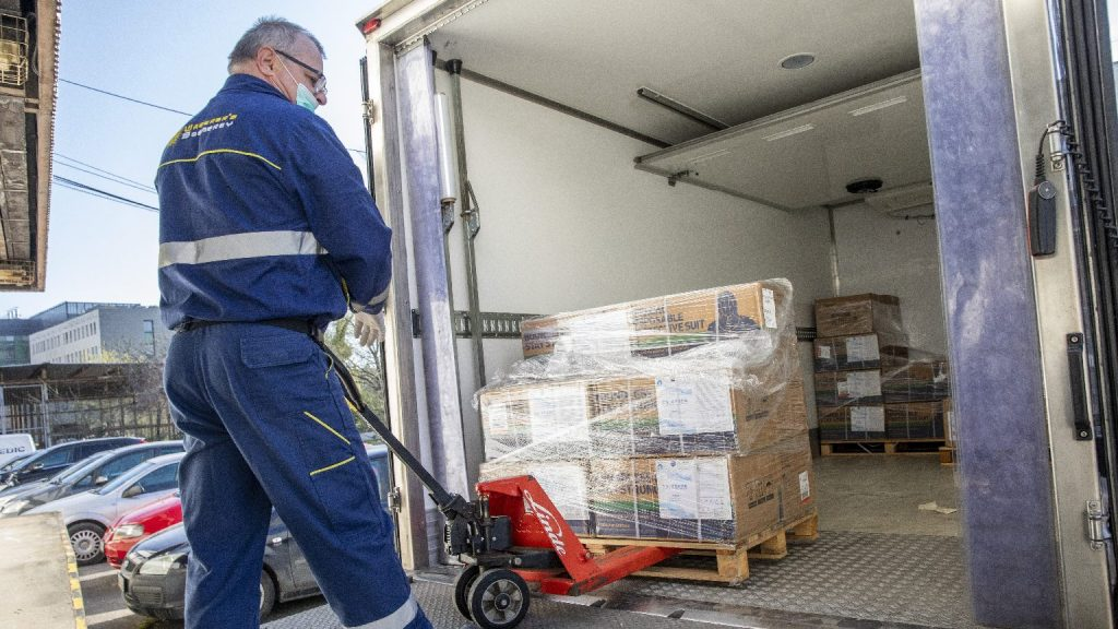 Nyolcszáznegyvenmilliós értékben kapott védőeszközöket az SZTE