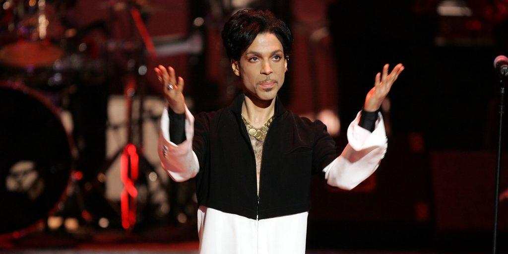 Kalapács alá kerül Prince kedvenc felhőgitárja