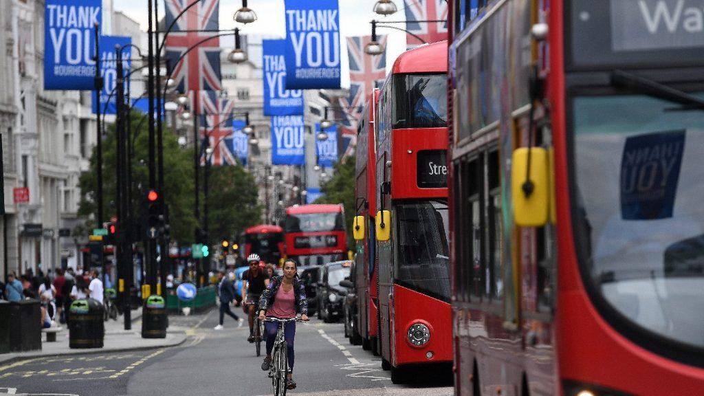 Brit belügyminisztérium: Az új bevándorlási szabályok előnyben részesítik az angolul jól beszélőket és a büntetlen előéletűeket