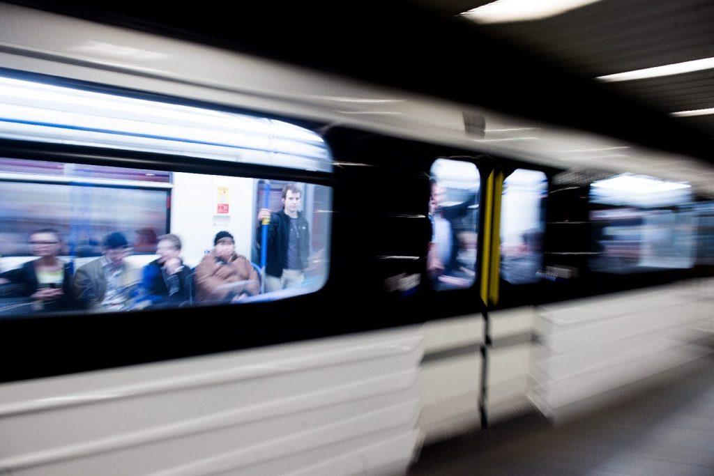 Átadják a 3-as metró déli szakaszát, a teljes vonalon járnak a szerelvények