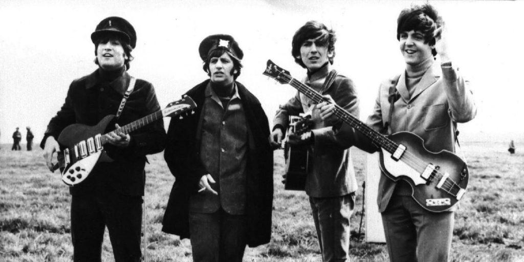 A Beatles legendás mesterszalagjai először hagyják el az Abbey Road stúdiót