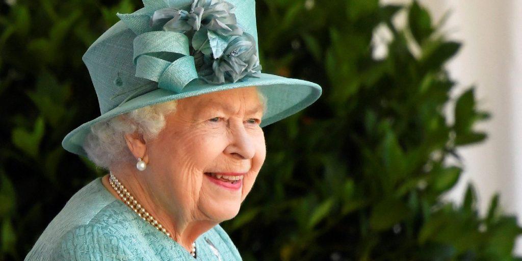 Erzsébet királynőt leöregezték, viccesen ki is kérte magának