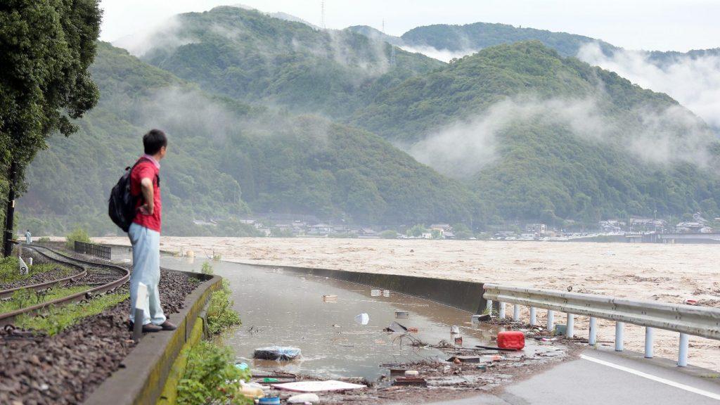 Tucatnyian tűntek el Japánban árvizek és földcsuszamlások miatt