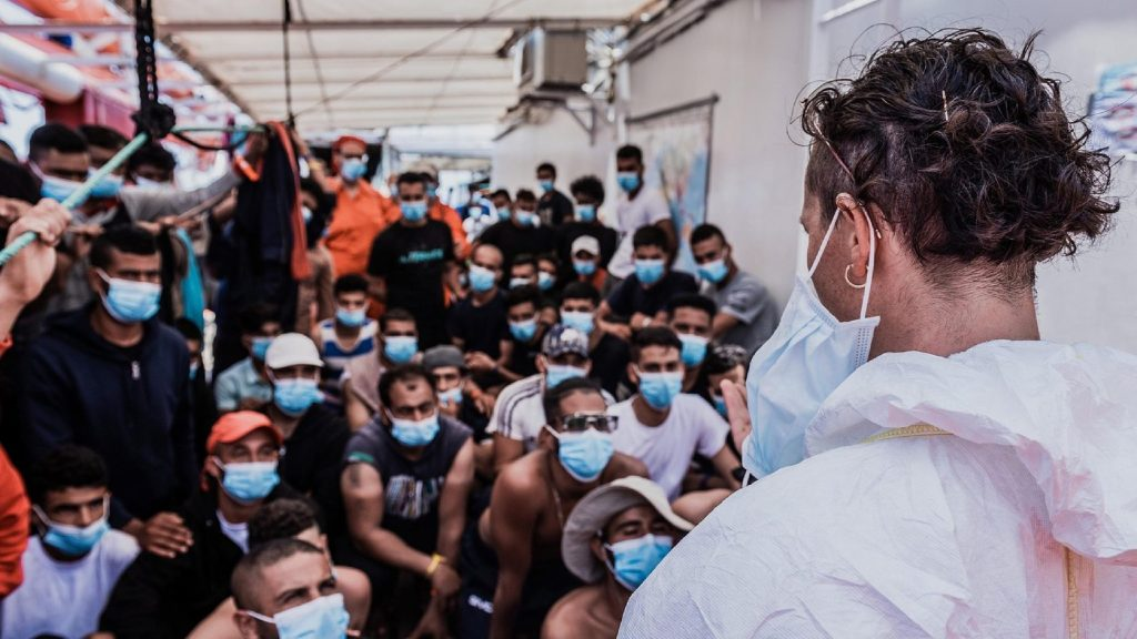 Zsarolással és fenyegetéssel sikerül elérniük befogadásukat az Ocean Viking migránsainak
