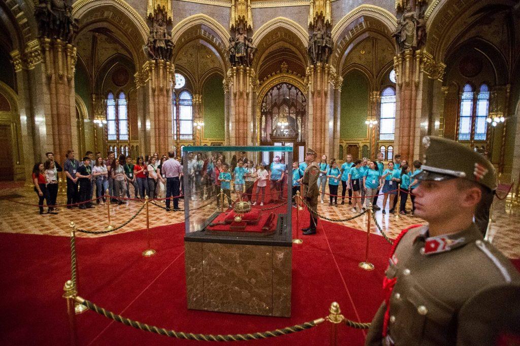 Imázsfilmmel csábítják a látogatókat az Országházba