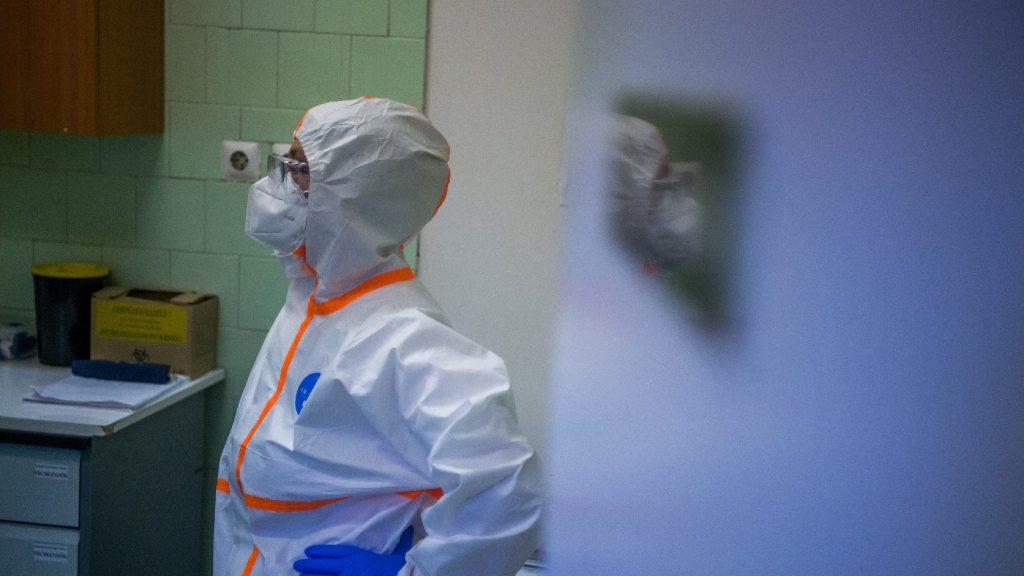 Száznegyven orvos, illetve ápoló hunyt el Iránban a Covid-19-betegségben