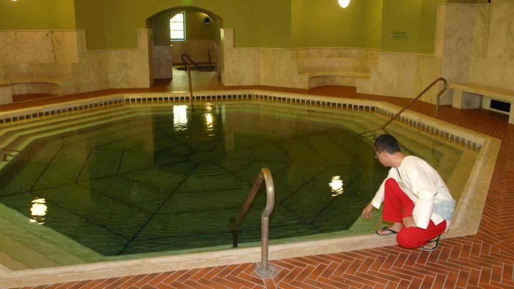 Az egri török fürdő medencéje a török hódoltság idején készült el