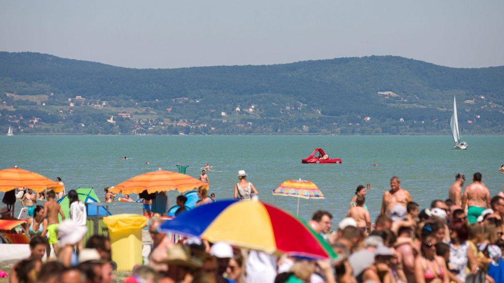 Vízminőség-védelmi készültséget rendeltek el a Balatonon