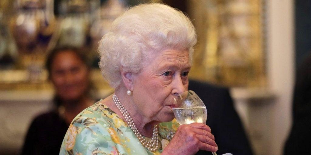 II. Erzsébet királynő kedvenc italát dobta piacra a palota