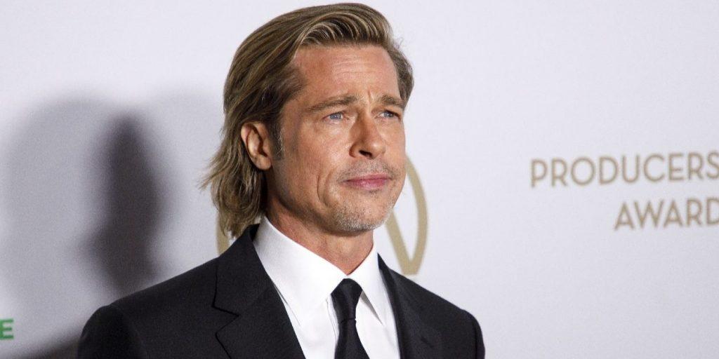 Brad Pittet megműtötték: tolószékben hagyta el a kórházat