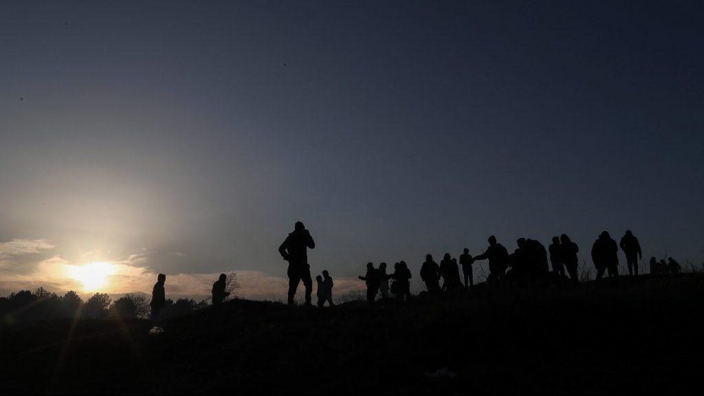 A balkáni útvonal felé tolja Görögország a szigeteire érkező migránsokat