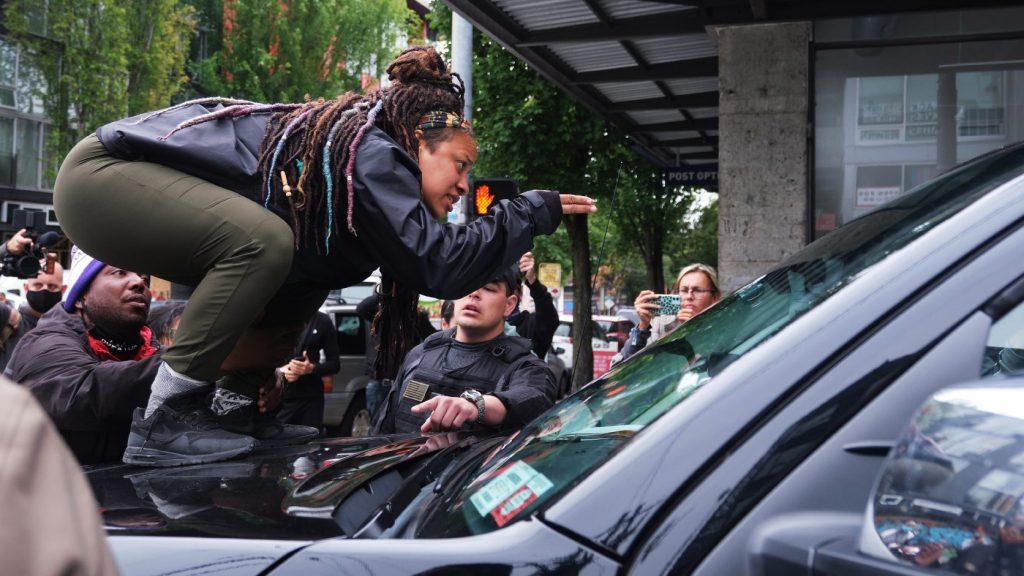 Megkezdődött a seattle-i törvénytelen zóna felszámolása: 13 ember őrizetben