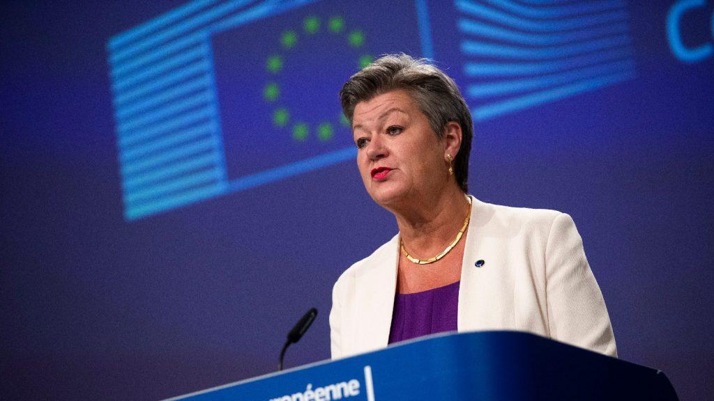 Uniós biztos: Az embercsempészet visszaszorításához együtt kell működni az EU-n kívüli országokkal