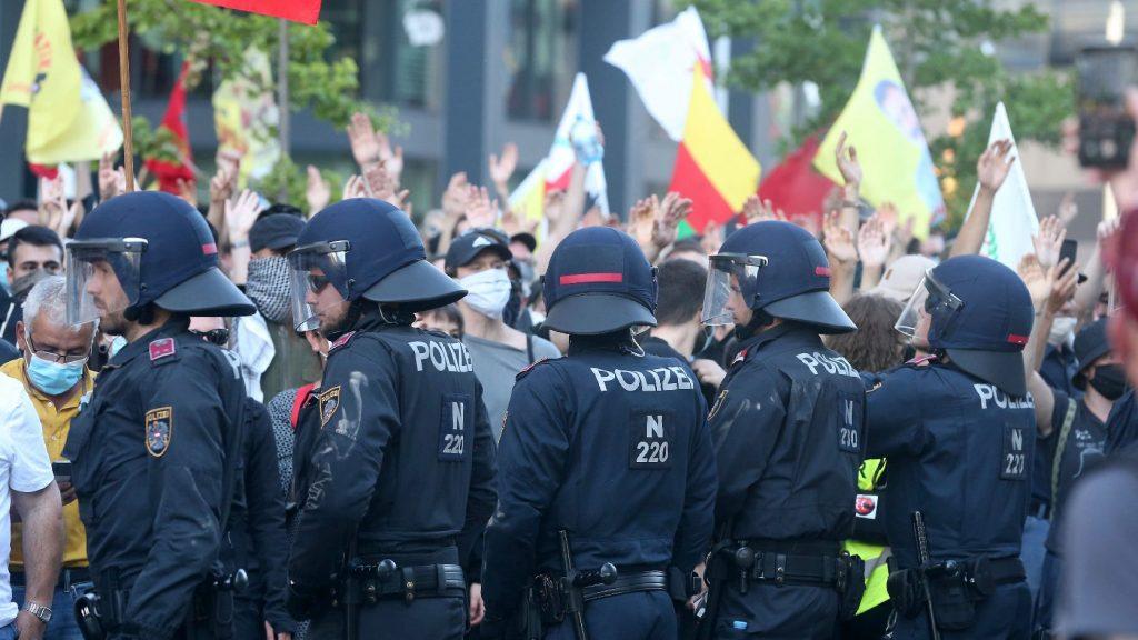 Szélsőbaloldali szervezetek vonultak utcára Bécsben