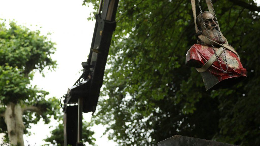 Eltörölt múlt: eltávolították II. Lipót belga király szobrait