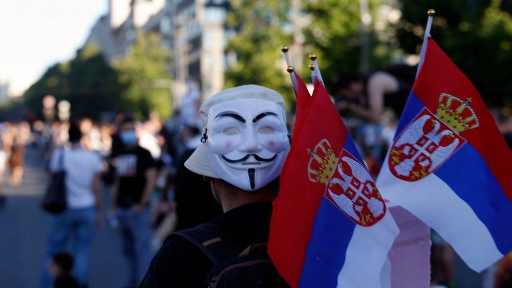 Ismét tüntetők vonultak a parlament elé Belgrádban