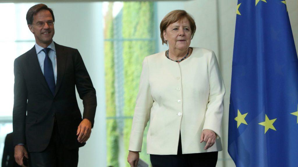 Merkel átadta a rosszfiú szerepét Hollandiának