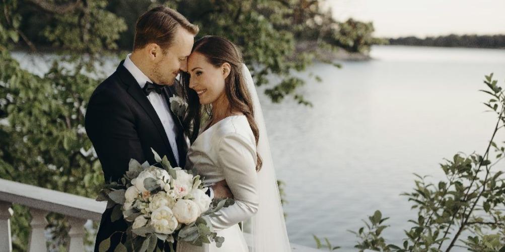 Lehengerlő ruhában mondta ki az igent a finnek gyönyörű miniszterelnöke