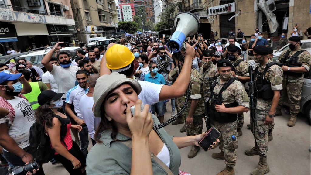 Könnygázzal oszlatták a kövekkel dobálozó tüntetőket a libanoni fővárosban