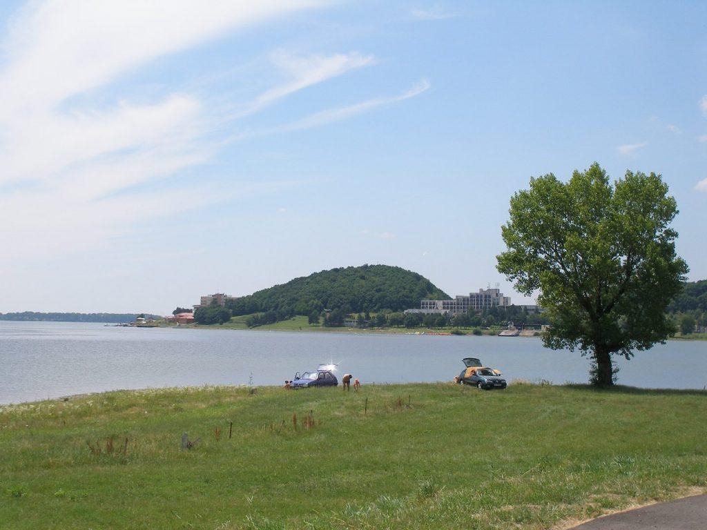 Kedvelt fürdőzőhely lett a szlovákiai Széles-tó