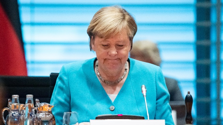 Angela Merkel titokban meglátogatta betegágyánál az orosz ellenzéki politikust