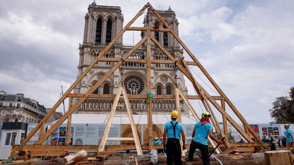 Eredti pompájában fog díszelegni a felújított Notre-Dame székesegyház