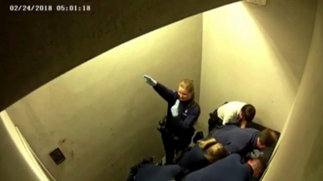 Belga rendőrök térdepeltek egy szlovák férfi hátán, aki meghalt | hirado.hu