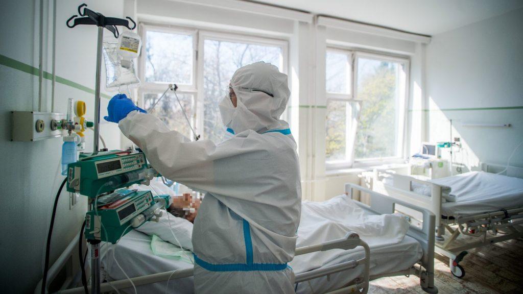 Álhír volt, hogy a Korányi és a Szent László kórházban betelt a lélegeztető-kapacitás