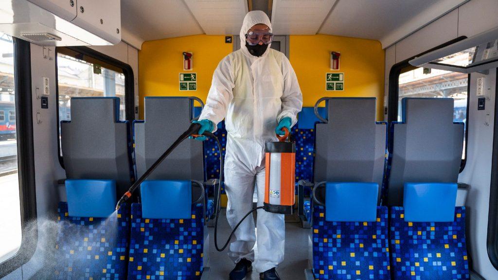 Az utasok 99 százaléka jól viseli a maszkot a vonaton