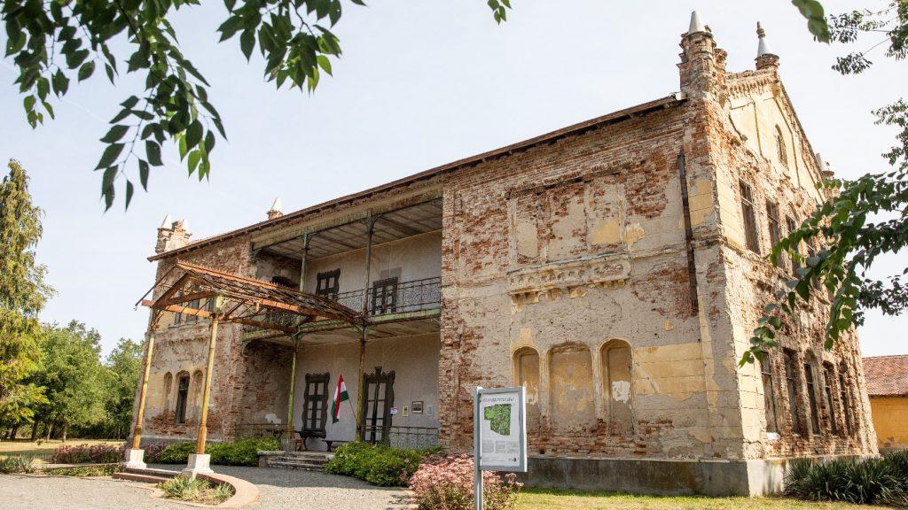 Újraszentelték a kondorosi Batthyány-Geist-kastély felújított kápolnáját