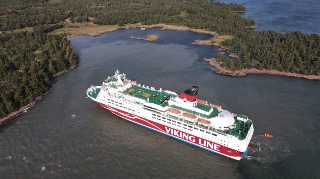 Mintegy 300 emberrel a fedélzetén zátonyra futott egy komp a Balti-tengeren