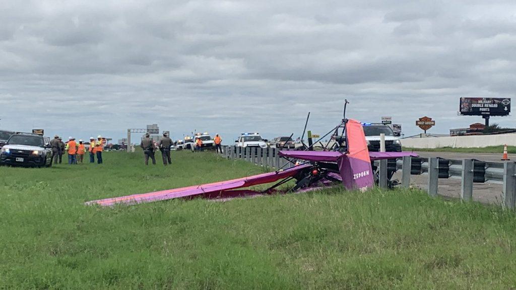 Tragédia a texasi autópályán: kisrepülőgép csapódott a szalagkorlátba