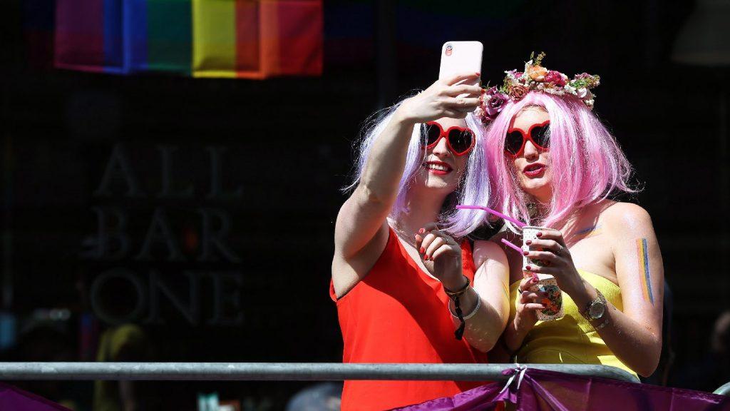 Átírt mesék – Megjelent az első magyar LMBTQ-mesekönyv