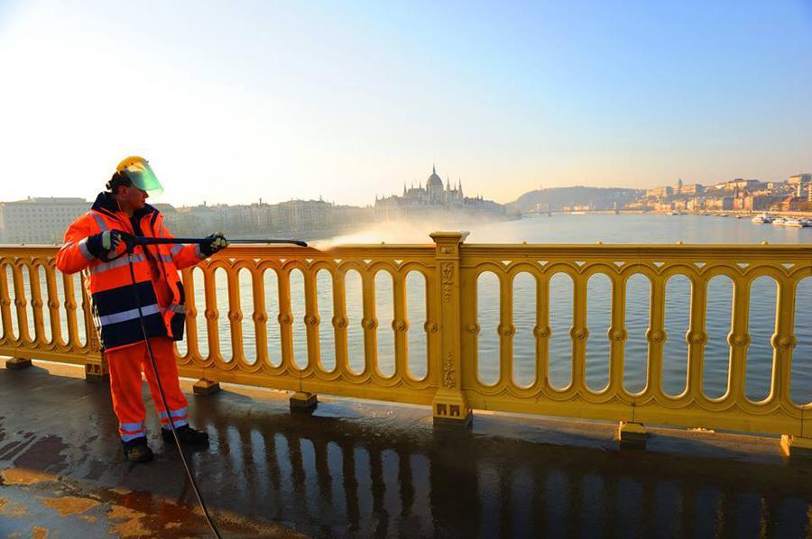 Részleges sávlezárás lesz a Margit hídon és a Petőfi hídon hétvégén